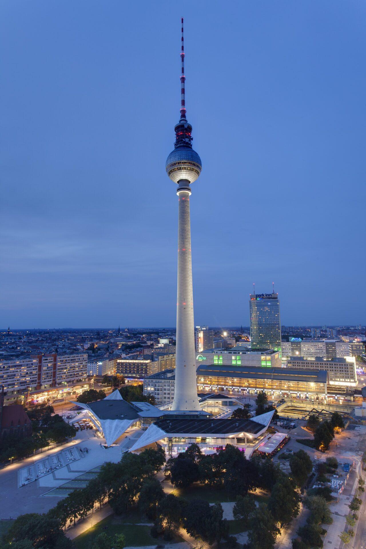 Vivere Berlino: Torre della televisione di notte