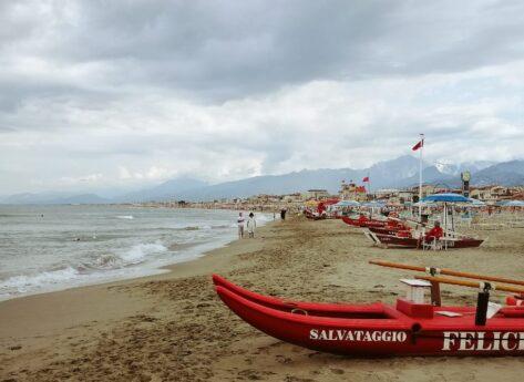 Viareggio in un giorno: tra mare, ville liberty e la dolce vita toscana