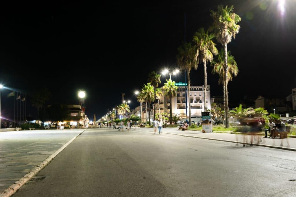 Viareggio in un giorno: lungomare di notte